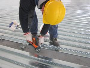 Fissaggio a sparo dei connettori per solai in acciaio - Tecnaria