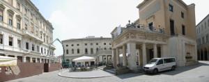 Vista del cantiere ZARA e del Caffè Pedrocchi a Padova